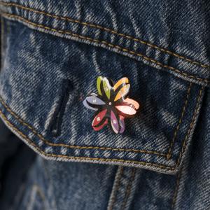 LED Blinky Magnet Pin - Rainbow Flower